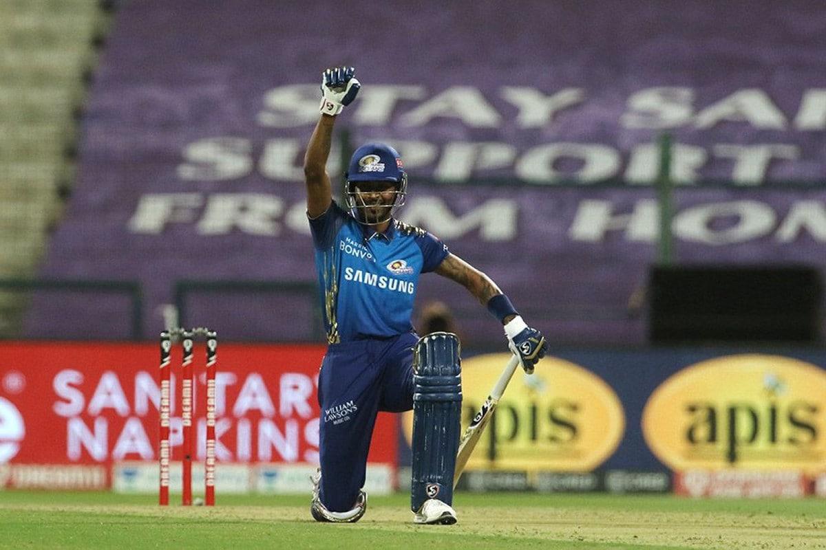 IPL 2020: Hardik Pandya Takes a Knee in Support of 'Black Lives Matter' Movement