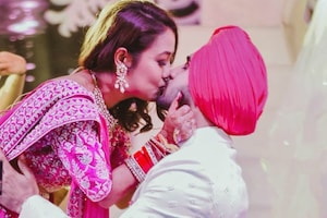 This Pic of Neha Kakkar Kissing Husband Rohanpreet at Reception is Going Viral
