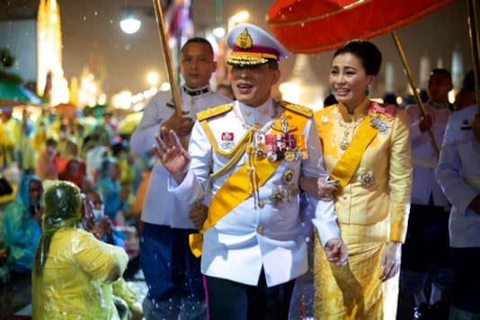 Thailand's King Maha Vajiralongkorn and Queen Suthida leave from Grand Palace after ceremony marking the fourth anniversary of the death of late Thai King Bhumibol Adulyadej, Bangkok, Thailand, Tuesday, Oct. 13, 2020. (AP Photo/Wason Wanichakorn)