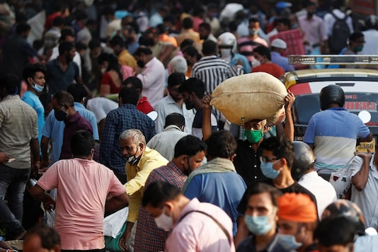 People are seen at a crowded market amidst the spread of the coronavirus disease (COVID-19) in Mumbai. (Reuters)