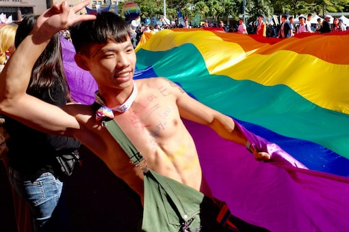 LGBT rights activist poses for photographs during the annual Gay Pride Parade in Taipei on October 31, 2020/ AFP.