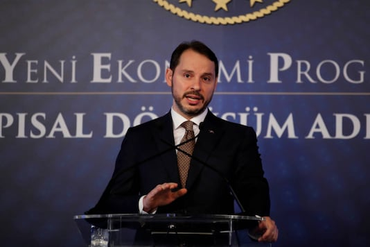Turkish Treasury and Finance Minister Berat Albayrak attends a news conference in Istanbul, Turkey, April 10, 2019. (REUTERS/Umit Bektas)