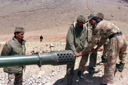 Indian soldiers clean the barrel of an artillery piece. (Image for representation)