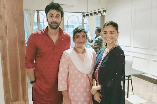 Ranbir Kapoor and Alia Bhatt pose for the camera along with the latter's house staff Carol Dias. (Image credit: Instagram/Carol Dias)