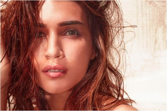 Kirti Sanon Shares Stunning Pic, Captions it with Beautiful Poem Written by Her