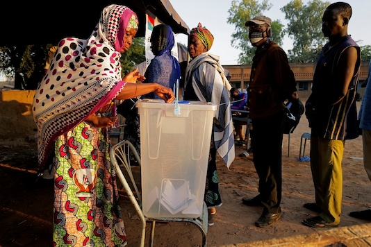 A woman casts her vote at a polling station during the presidential and legislative election in Ouagadougou, Burkina Faso, November 22, 2020. REUTERS/Zohra Bensemra