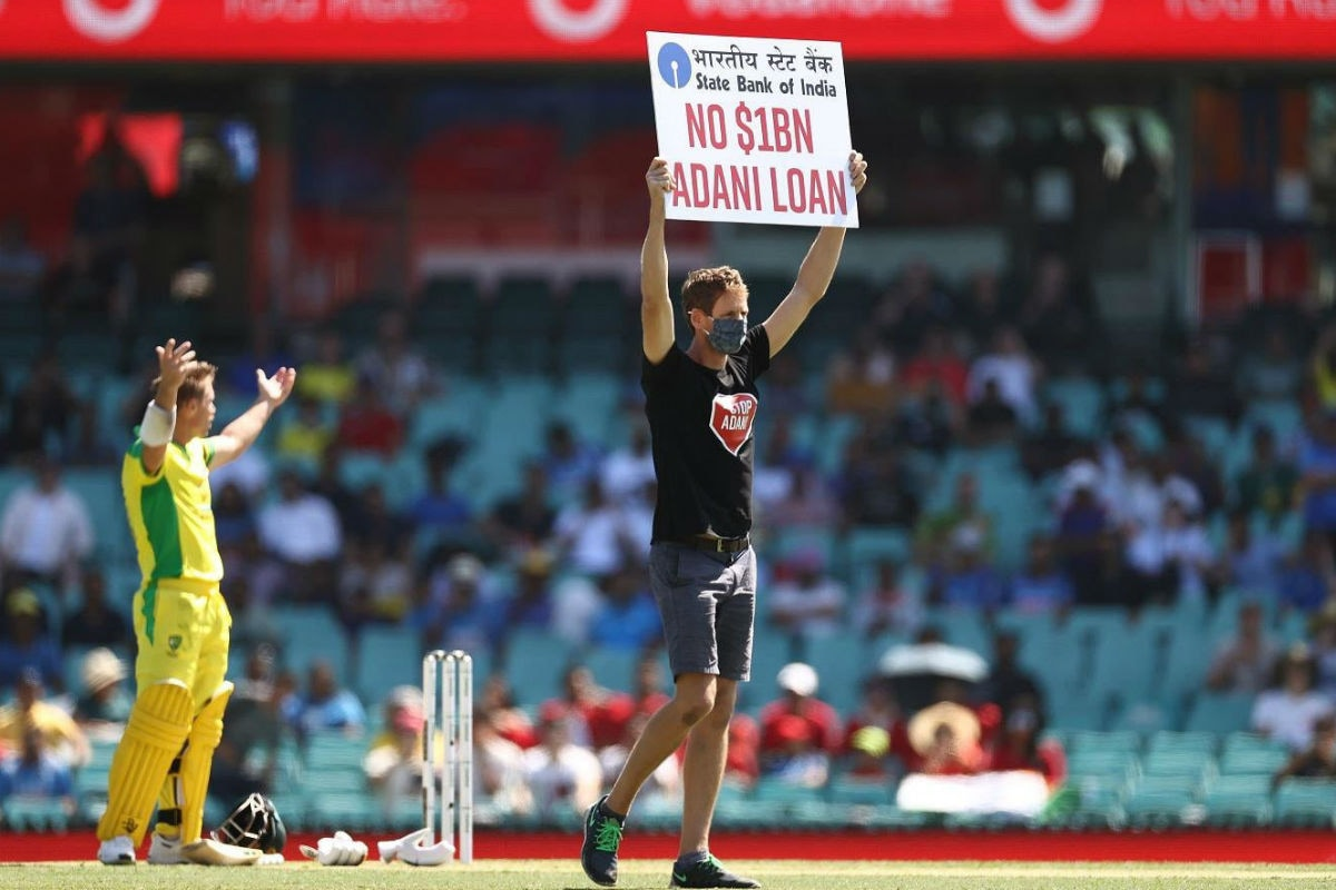 India vs Australia: Protesters Invade SCG with Placards Against Adani's Coal Project Down Under