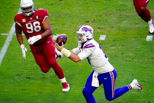Cardinals DL Peters Out For Season With Knee Injury