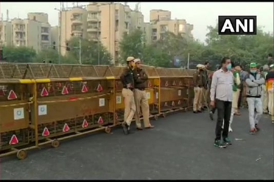 Chilla border (Delhi-Noida Link Road) closed in wake of protesting farmers blocking Delhi to UP Link Road. (Photo credit: ANI Twitter)