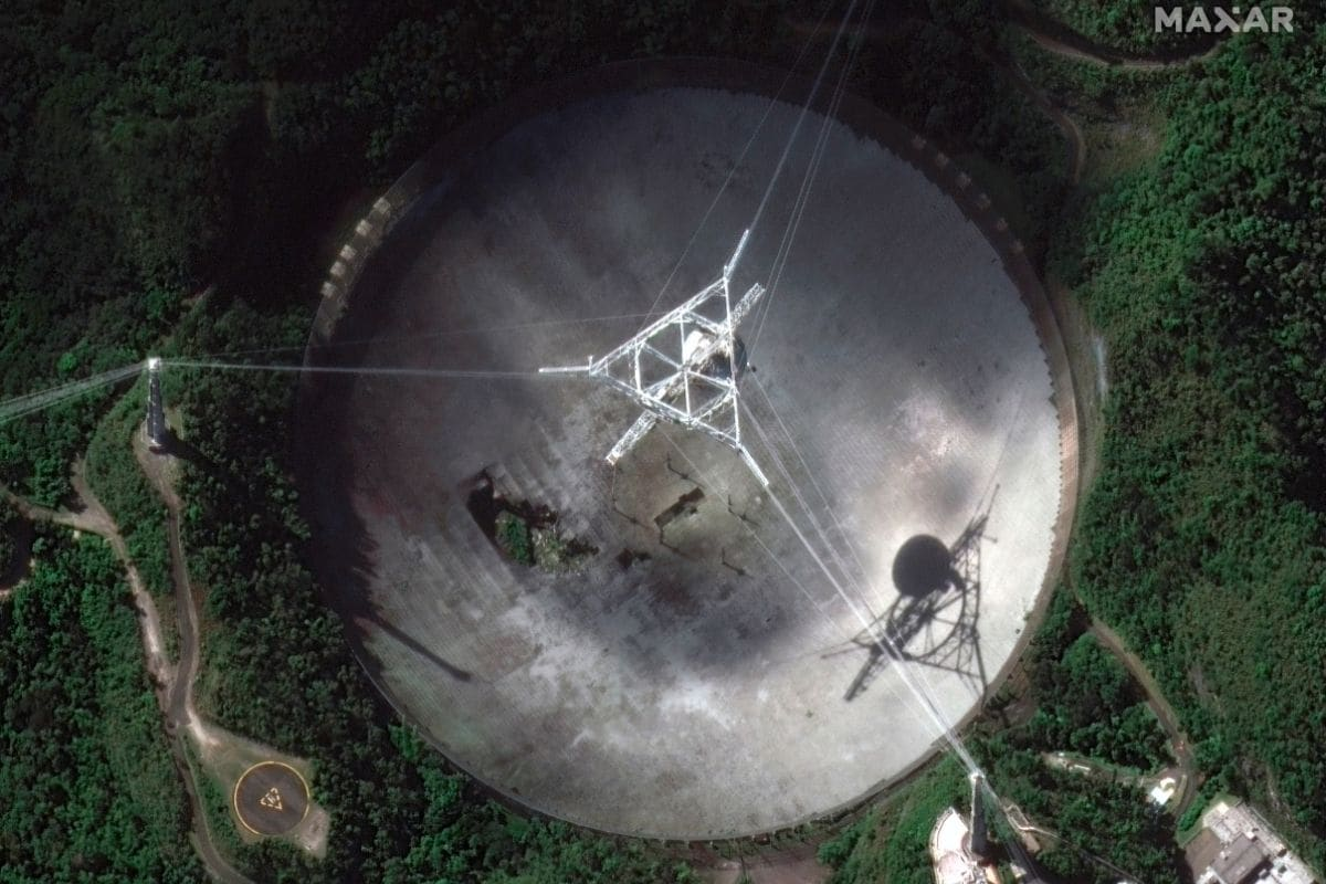 Huge Damaged Puerto Rico Radio Telescope Collapses, Scientists Stunned - News18