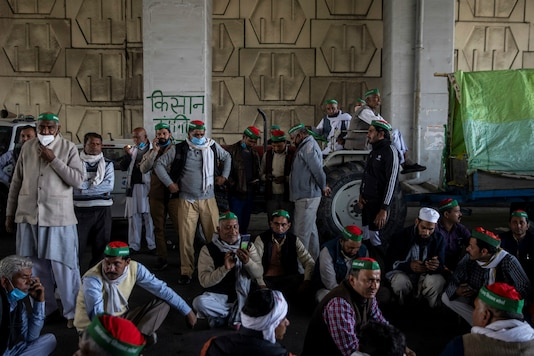 Farmers gather at the Delhi-UP border near Ghaziabad to protest against Centre's new laws. (Reuters)