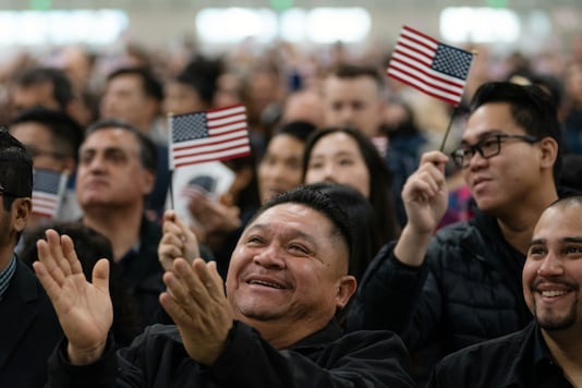 New American citizens during a swearing-in ceremony at the Los Angeles Convention Center, on January 22, 2020. (Todd Heisler/The New York Times)