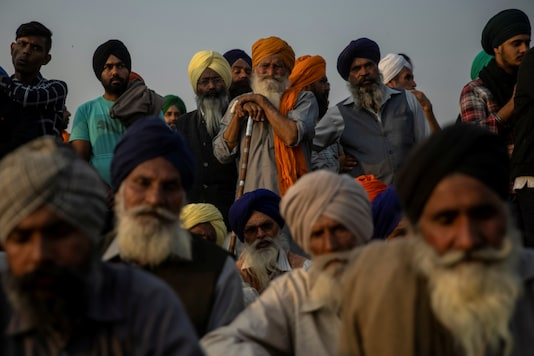 Farmers listen to a speaker as they attend a protest against the new farm laws at Singhu border near Delhi, on December 3, 2020. (REUTERS/Danish Siddiqui)