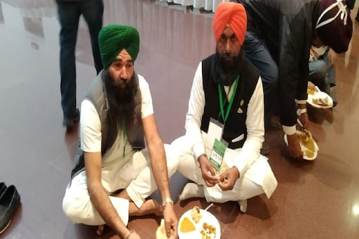 Farmers having food they had brought during the meeting with central government at Vigyan Bhawan in Delhi.
