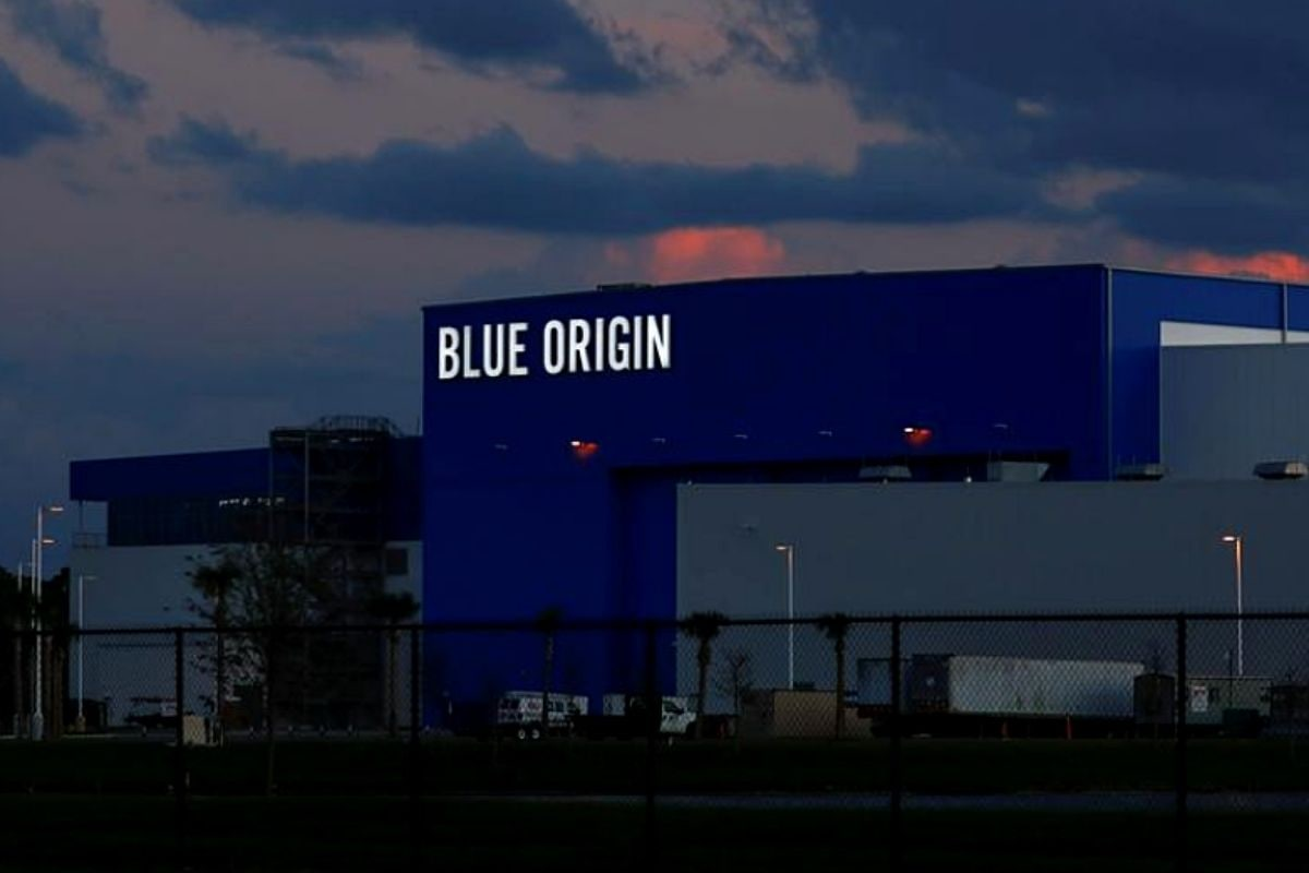 Jeff Bezoz Reveals Rocket Engine by His Space Company Blue Origin That Will Take First Woman to Moon
