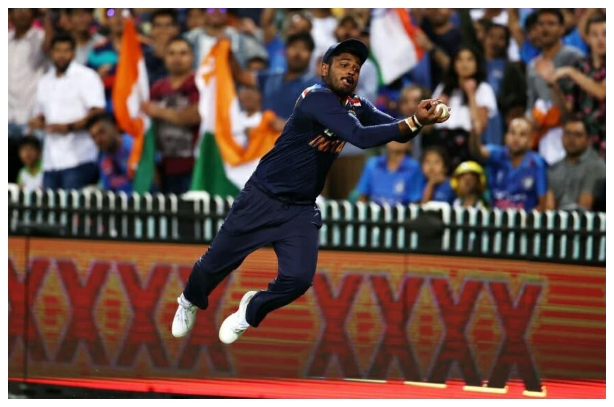 Fans Can't Get Enough of Sanju Samson's Sensational Fielding Effort During IND vs AUS 3rd T20I