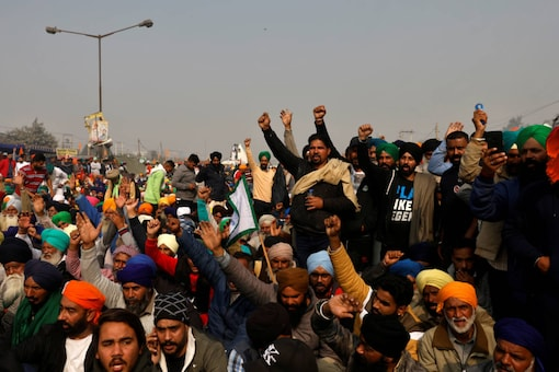 Farmers shout slogans at a protest site during a nationwide strike against the new farm laws at Singhu border near Delhi on December 8, 2020. (REUTERS/Danish Siddiqui)