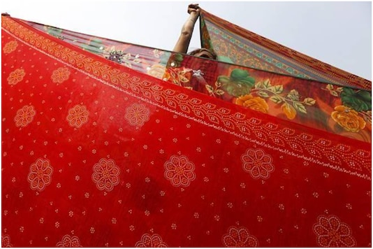 A 55-year-old woman fell after trying to slide down from a 6th floor balcony in Kochi using a rope made of sarees   Image credit: Twitter