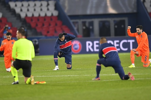 Players, Officials Take Knee  Photo Credit: PSG Twitter)