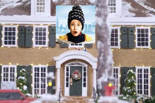 An award-winning cake designer created a gingerbread version of Kevin McCallister's home to celebrate 30 years of 'Home Alone' | Image credit: Twitter