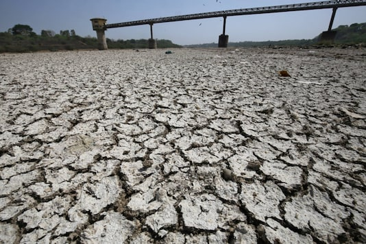A water pump shed is seen in the dried-up portion of the Sabarmati river on a hot day on the outskirts of Ahmedabad on April 6, 2018. (REUTERS/Amit Dave)