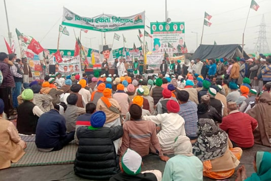 File photo: Bharatiya Kisan Union spokesperson Rakesh Tikait addresses farmers during their protest against the new farm laws, at Ghazipur border in New Delhi, on December 12, 2020. (PTI Photo)