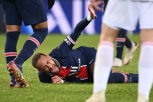 Neymar Stretchered Off Injured As PSG Loses 1-0 To Lyon (Photo Credit: Twitter)