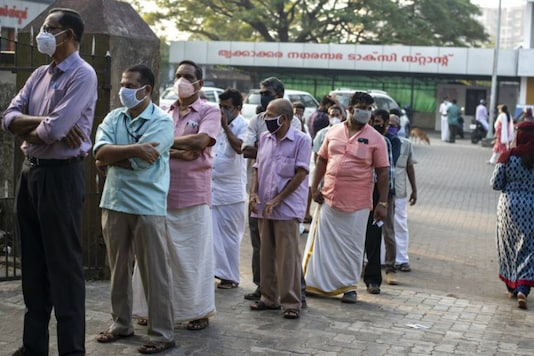 People queue up to vote or the Kerala elections. (AP)