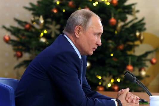 Russian President Vladimir Putin attends his annual end-of-year news conference, held online in a video conference mode, at the Novo-Ogaryovo state residence outside Moscow, Russia December 17, 2020. Sputnik/Mikhail Klimentyev/Kremlin via REUTERS