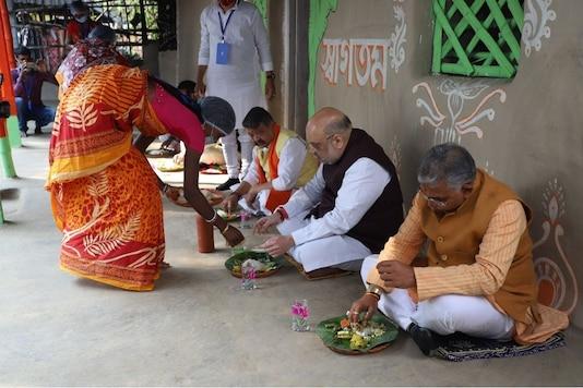 Amit Shah, Dilip Ghosh and Kailash Vijayvargiya have lunch at a farmer's house. (Twitter/@AmitShah)