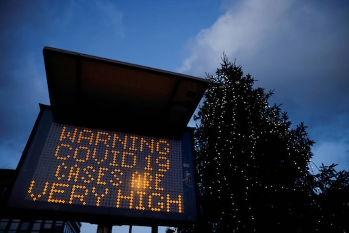 An electronic sign displays information as the British government imposes a stricter tiered set of restrictions amid the coronavirus pandemic, in London on December 20, 2020. (REUTERS/John Sibley/File Photo)
