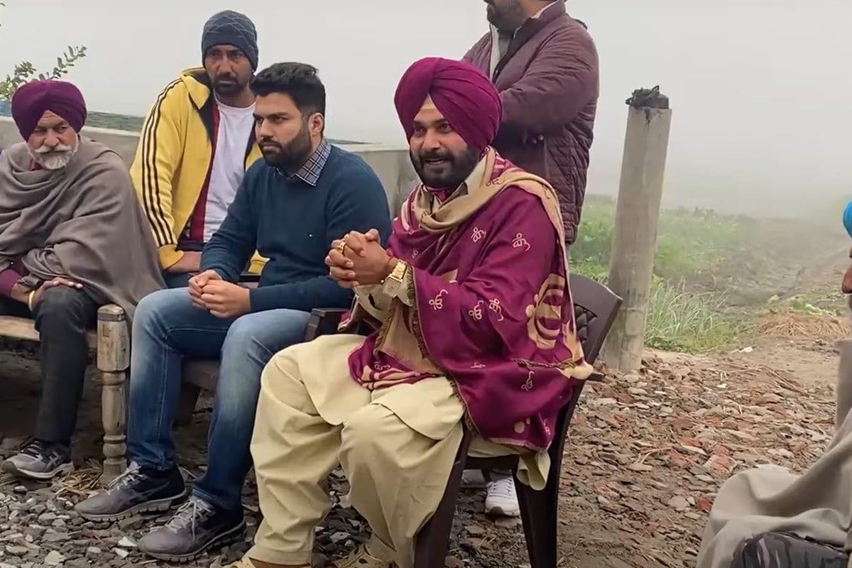 Navjot Singh Sidhu Kicks Up Row by Wearing Shawl Bearing Religious Symbols