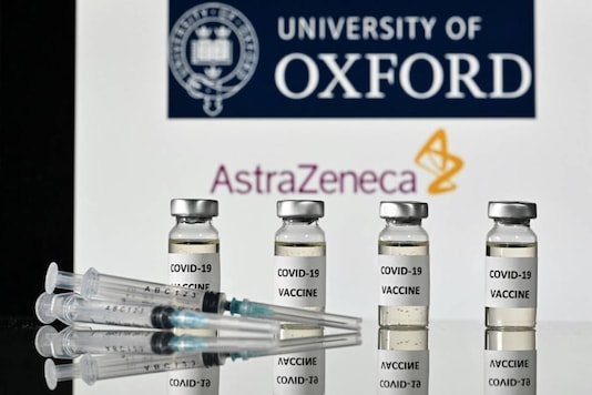 An illustration picture shows syringes and vials with 'Covid-19 Vaccine' stickers, and the logo of the University of Oxford and its partner British pharmaceutical company AstraZeneca. (File photo/AFP)