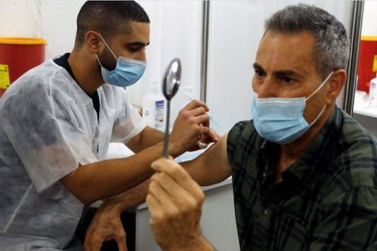 Mystic Uri Geller bends spoon during Israel's covid vaccination drive. (Credit: Reuters)