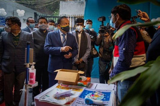 Union Health Minister Harsh Vardhan (Centre) visits a Covid-19 vaccination center during a vaccine delivery system trial in New Delhi. (AP)