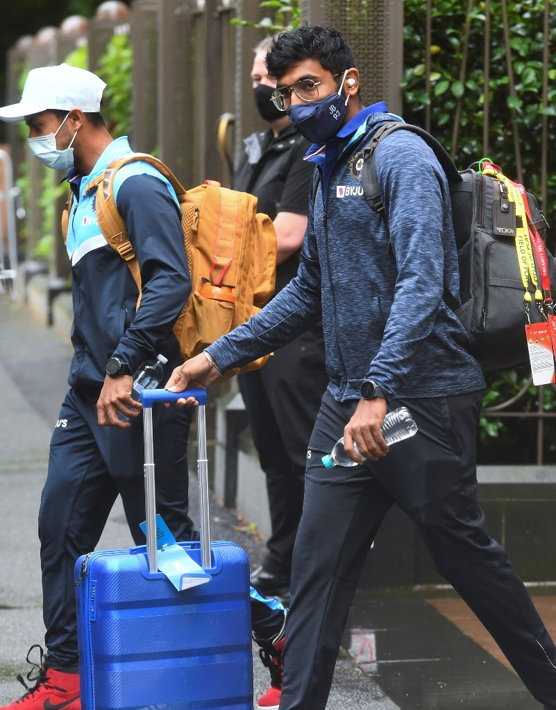 India's Jasprit Bumrah (R) leaves the team's hotel in Melbourne on January 4, 2021, as the Australian and Indian cricket teams relocate to Sydney for the third cricket Test on January 7. (Photo by William WEST / AFP)