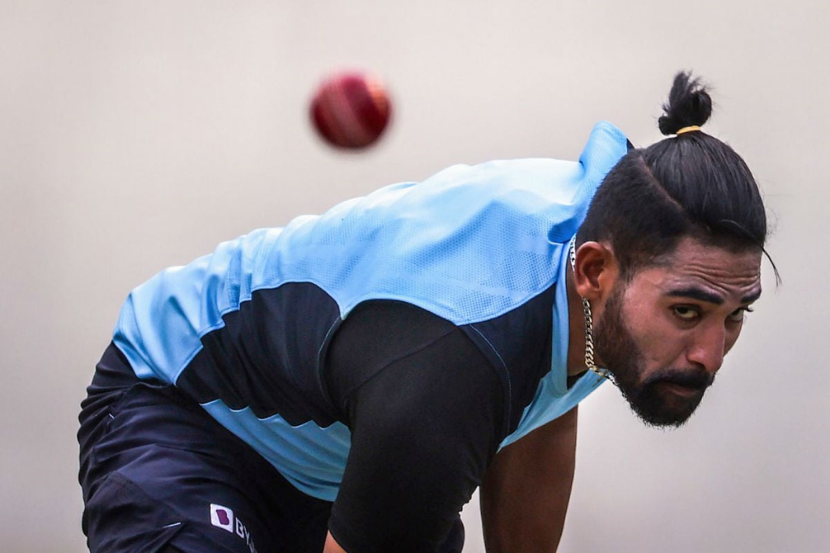 India vs England: WATCH - Is All Well in India Dressing Room? Mohammad Siraj Grabs Kuldeep Yadav by Neck