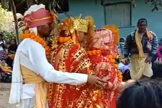 Chandu Maurya solemnises his marriage with the two women on January 5. (Photo: Twitter)