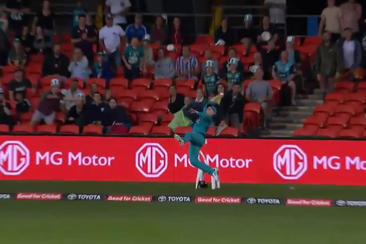 Watch: Brisbane Heat's Max Bryant Displays Stunning Athleticism to Save Six in BBL