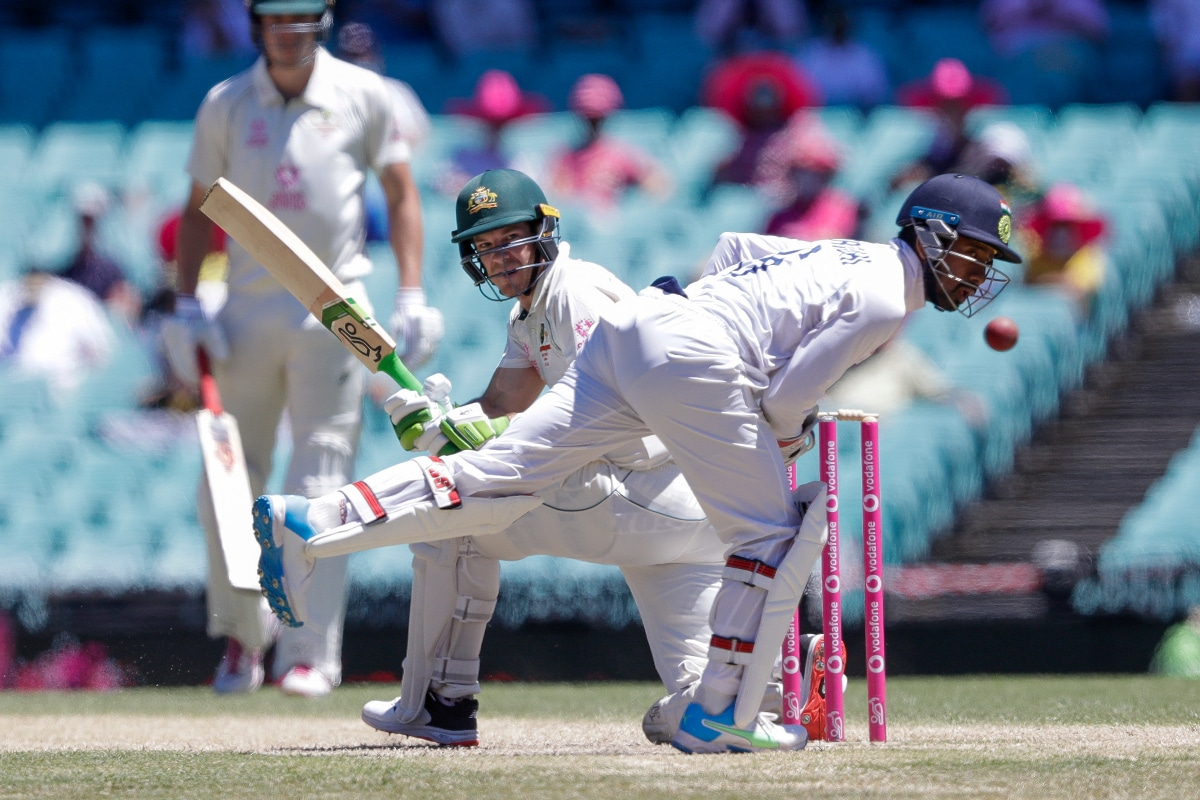 India vs Australia: Tim Paine Joins India Huddle After Racial Slurs; Justin Langer Calls Him Class Act