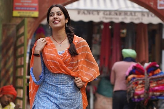 Janhvi Kapoor Resembles Sridevi in First Look of Aanand L Rai's 'Good Luck Jerry'