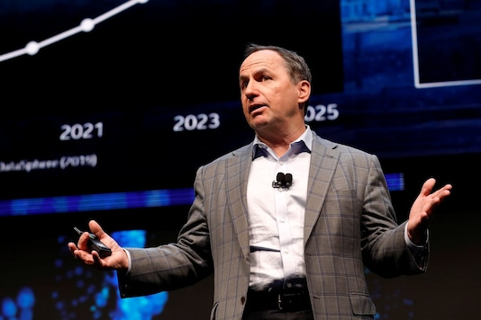 Intel CEO Bob Swan speaks at an Intel news conference during the 2020 CES in Las Vegas, Nevada, US January 6, 2020. (Image: Reuters)