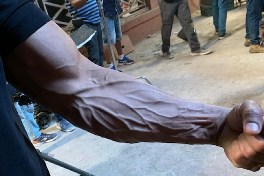 John Abraham Shows Toned Arm on Satyameva Jayate 2 Sets
