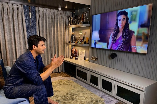 Sidharth Shukla Praises Gauahar Khan's Performance in Tandav, Calls Her Character Witty and Critical
