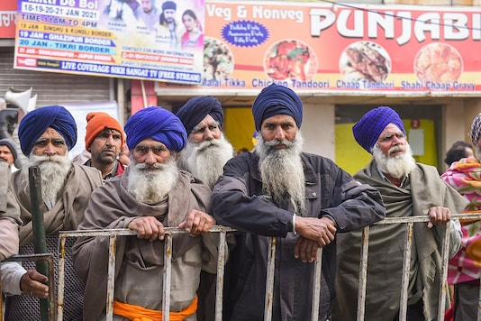 Farmers at Singhu border during their ongoing agitation against the new farm laws, in New Delhi, Friday, Jan. 22, 2021. (PTI Photo)