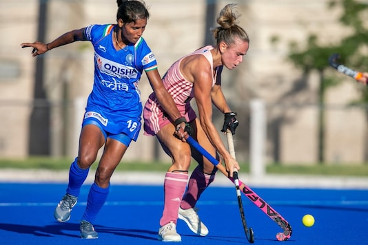 Argentina 'B' score late to secure 2-1 win against Indian Women's Hockey team