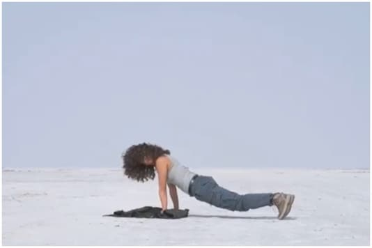 Taapsee Pannu Does Push-ups on the Rann of Kutch Like an 'Enthu Tourist for Random Video'