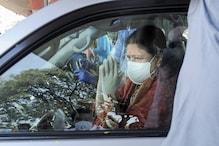 Tug of War for Jayalalithaa's Legacy May Intensify on Her Birth Anniv as AIADMK, Sasikala Stake Claim