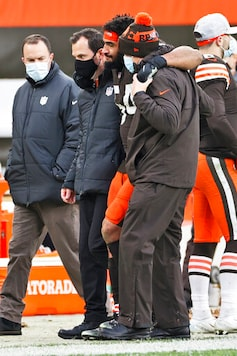 Browns Place DE Vernon, Rookie G Harris On Injured Reserve