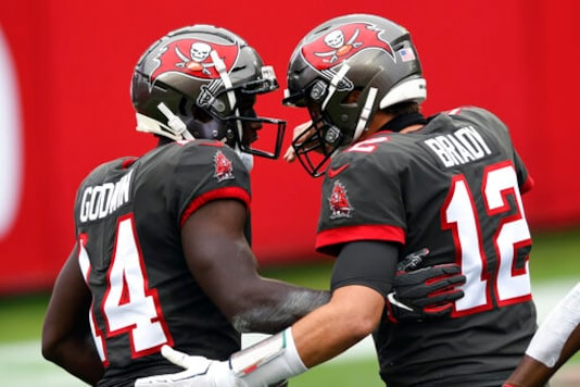 With Evans Hurting, Bucs Show They Have Lots Of Playmakers